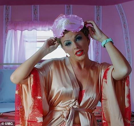 'You Need To Calm Down' cua Swift muon y tuong tu MV cua Beyonce? hinh anh 6