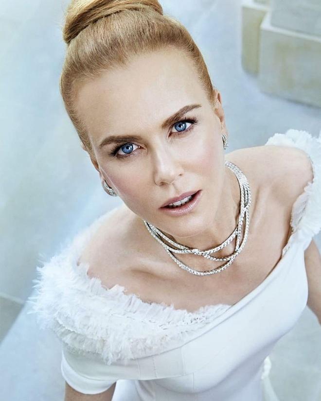 Nicole Kidman phanh ao khoe nguc o tuoi 52 hinh anh 6