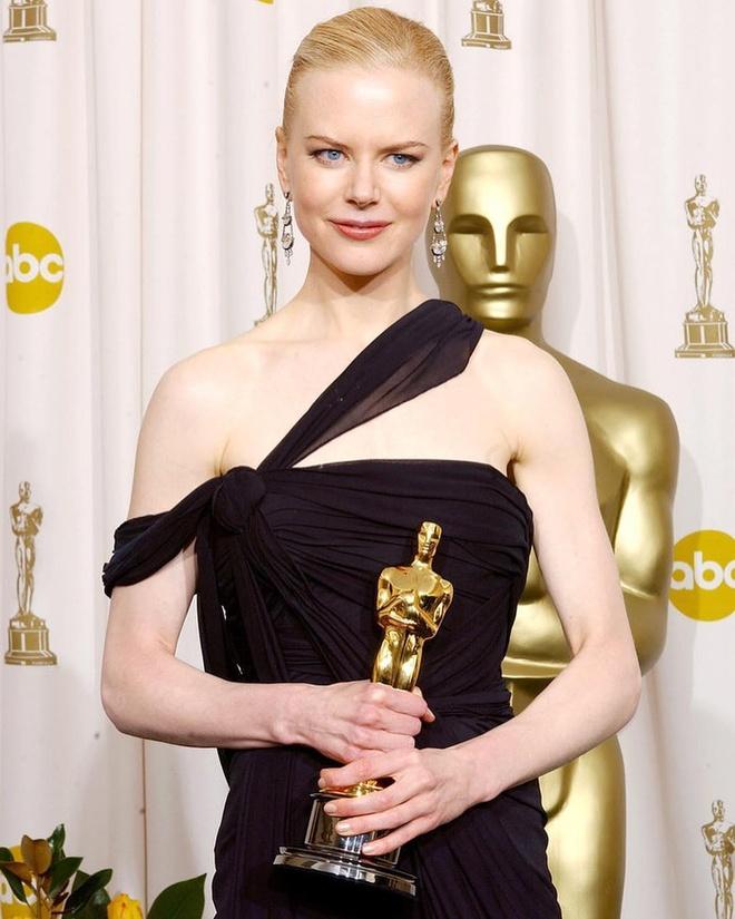 Nicole Kidman phanh ao khoe nguc o tuoi 52 hinh anh 4