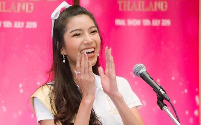 Man gioi thieu uon eo, keo dai giong cua thi sinh Miss Grand Thailand hinh anh