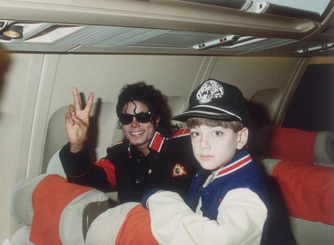 Hai nam chinh trong phim to Michael Jackson au dam bi kien ra toa hinh anh 2