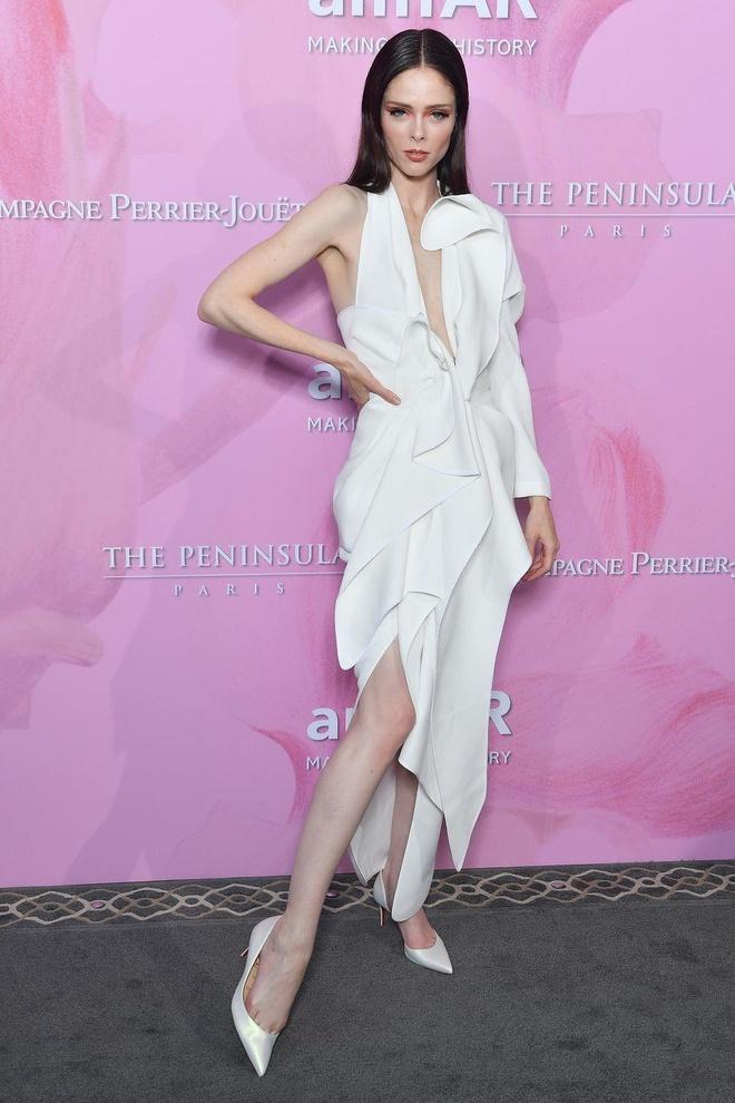 Nicole Kidman, chan dai Victoria's Secret goi cam voi dam xe nguc hinh anh 7