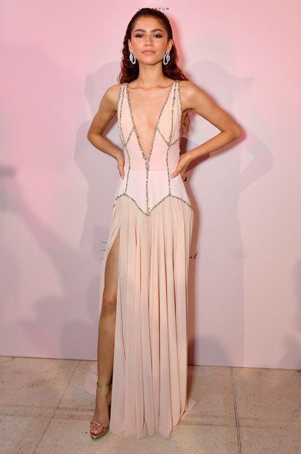 Nicole Kidman, chan dai Victoria's Secret goi cam voi dam xe nguc hinh anh 2