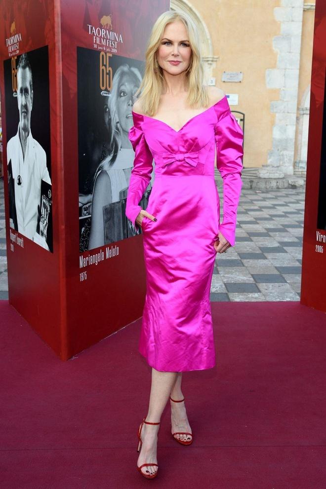 Nicole Kidman, chân dài Victoria's Secret gợi cảm với đầm xẻ ngực