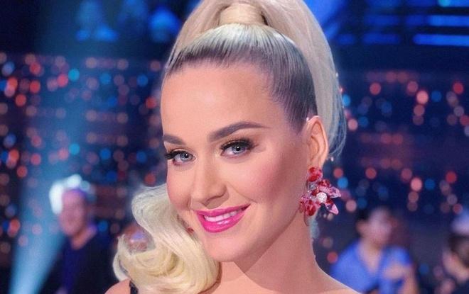 Katy Perry moi ca ban nhac vao phong tam hinh anh