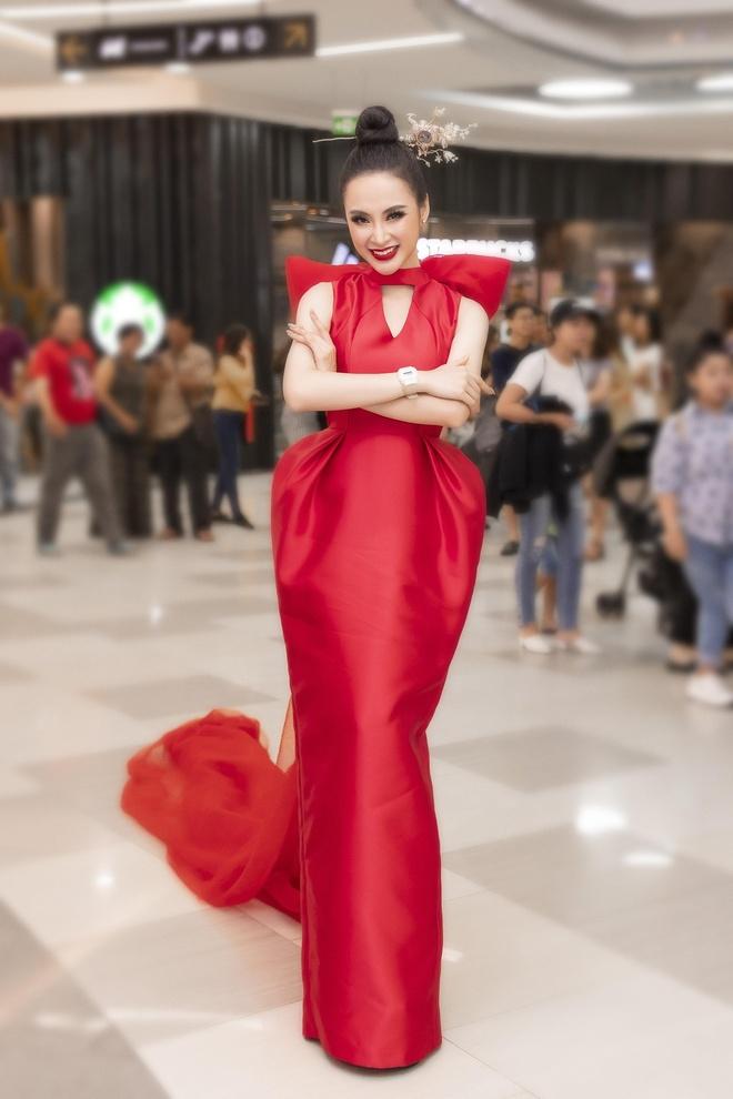 Angela Phuong Trinh dep sac sao, Pham Quynh Anh ngot ngao tuan qua hinh anh 1