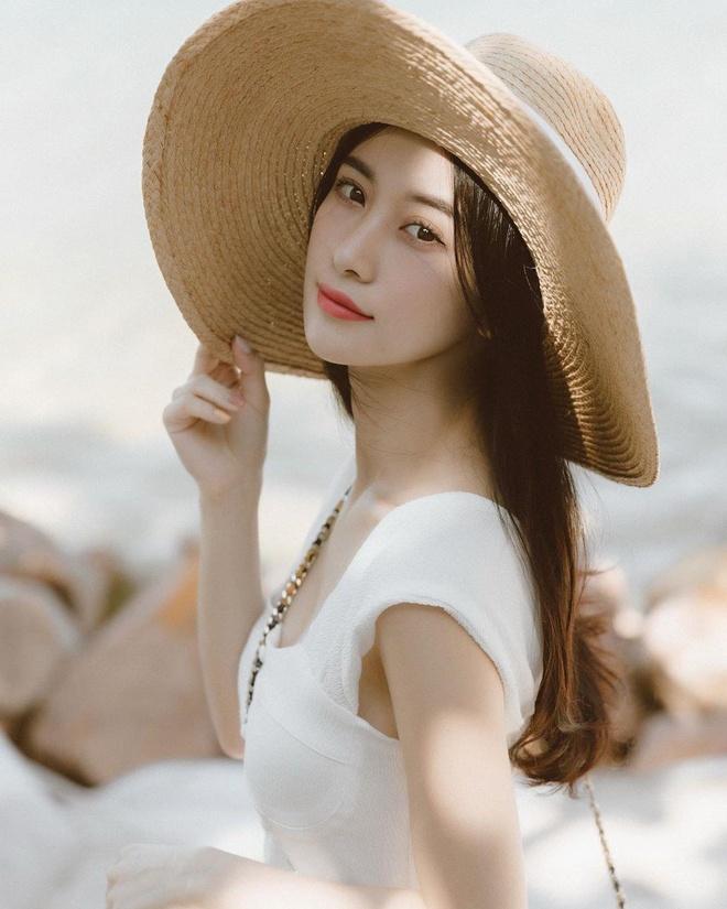 Jun Vu dien bikini khoe vong mot dao keo goi cam tren bien hinh anh 4