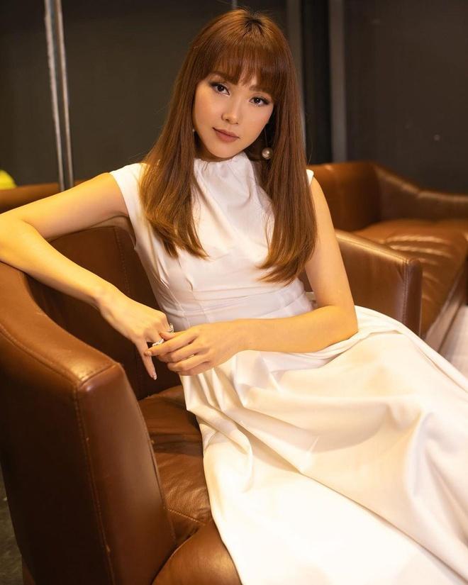 Học tập Đông Nhi, Minh Hằng khoe nhẫn kim cương, fan nghi án cưới ở tuổi 32 - Ảnh 7
