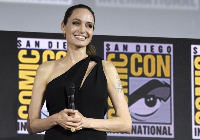 Minh tinh Angelina Jolie lo hinh xam anh 3