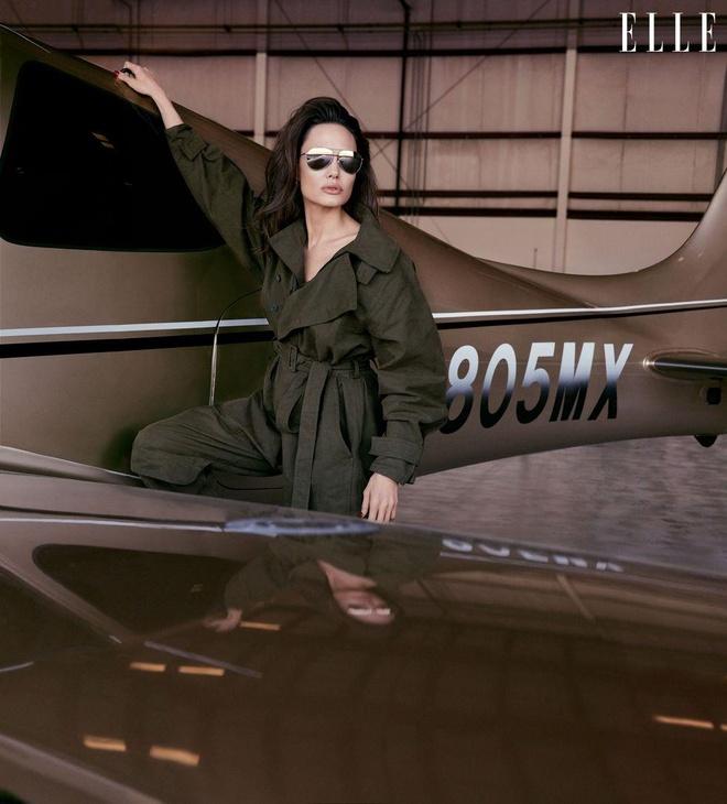 Angelina Jolie khoe nhan sac man ma o tuoi 44 hinh anh 5