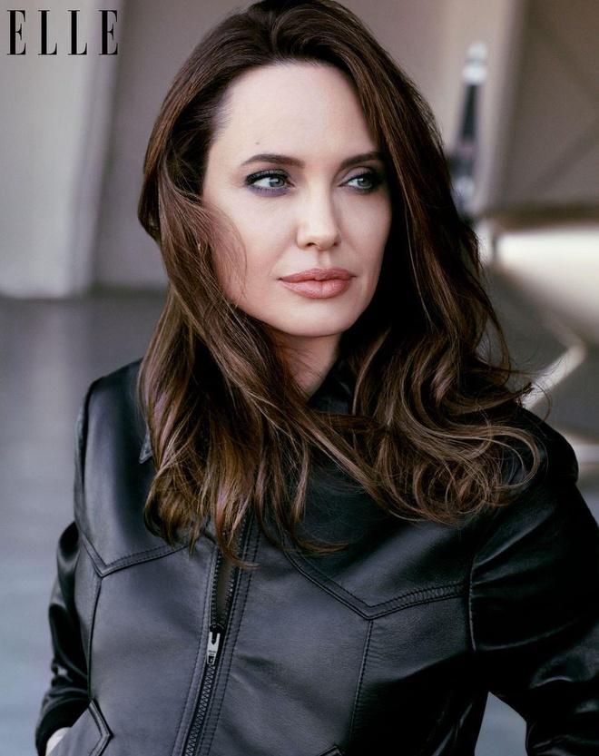 Angelina Jolie khoe nhan sac man ma o tuoi 44 hinh anh 6