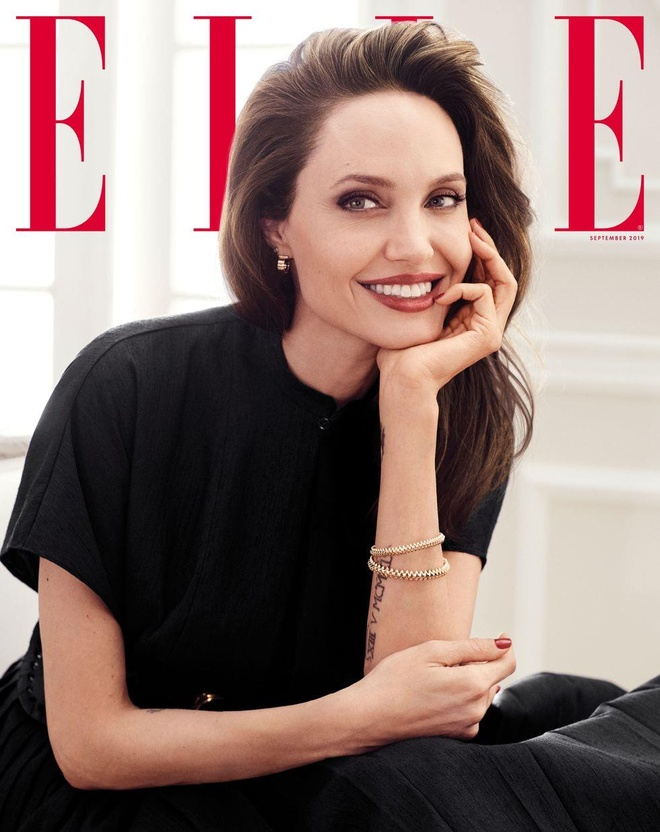Angelina Jolie khoe nhan sac man ma o tuoi 44 hinh anh 1