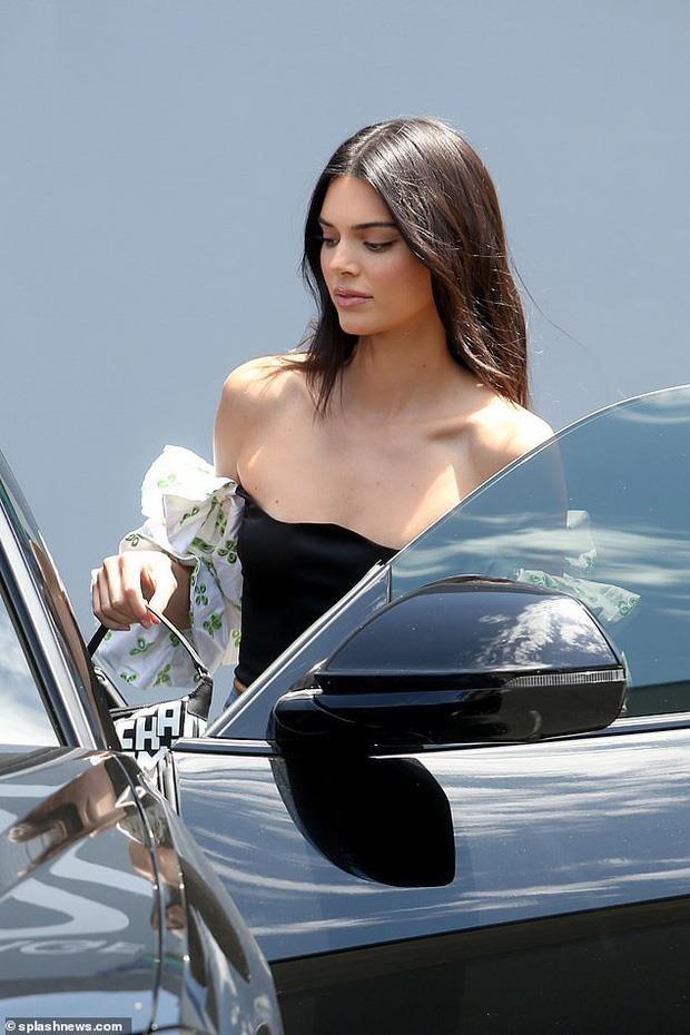 nguoi mau Kendall Jenner dao pho anh 3