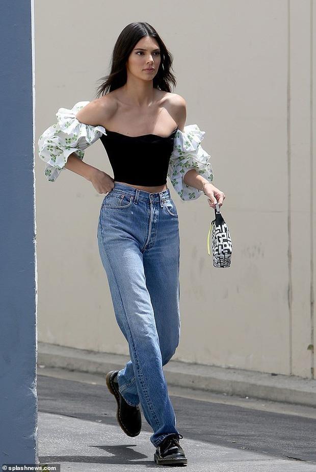 nguoi mau Kendall Jenner dao pho anh 1