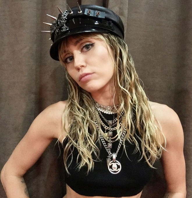 Miley Cyrus Rock the Boat anh 4