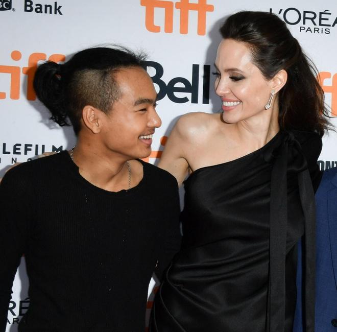 Angelina Jolie co khong khoc khi dua Maddox di nhap hoc o Han hinh anh 2