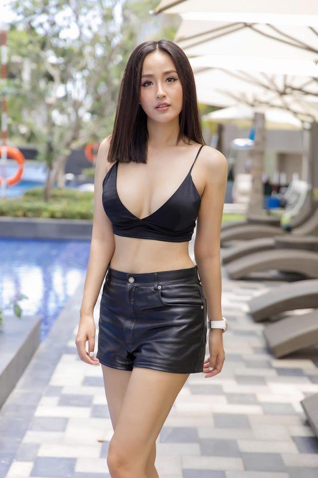 Loat trang phuc goi cam ton hinh the cua Hoa hau Mai Phuong Thuy hinh anh 3