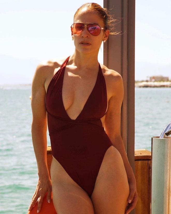 Jennifer Lopez co bung 6 mui anh 2