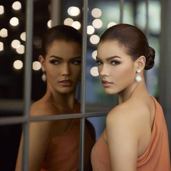 Nhung doi thu khu vuc Dong Nam A cua Hoang Thuy tai Miss Universe 2019 hinh anh 4