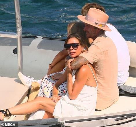 David Beckham khong ngung om ap, khoa moi vo tren du thuyen hinh anh 8