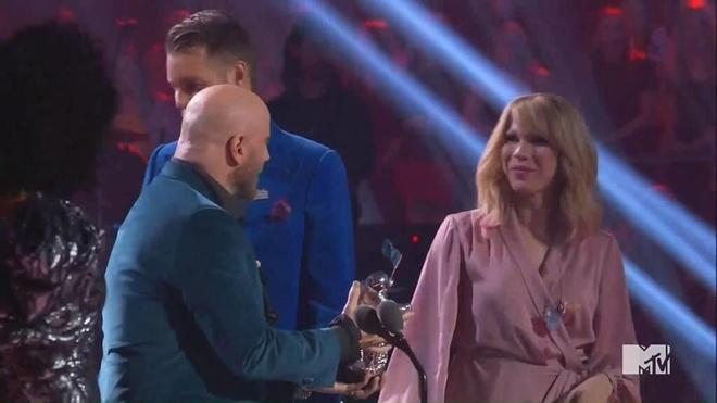Taylor Swift gap su co 'do khoc do cuoi' tai VMAs 2019 hinh anh 1