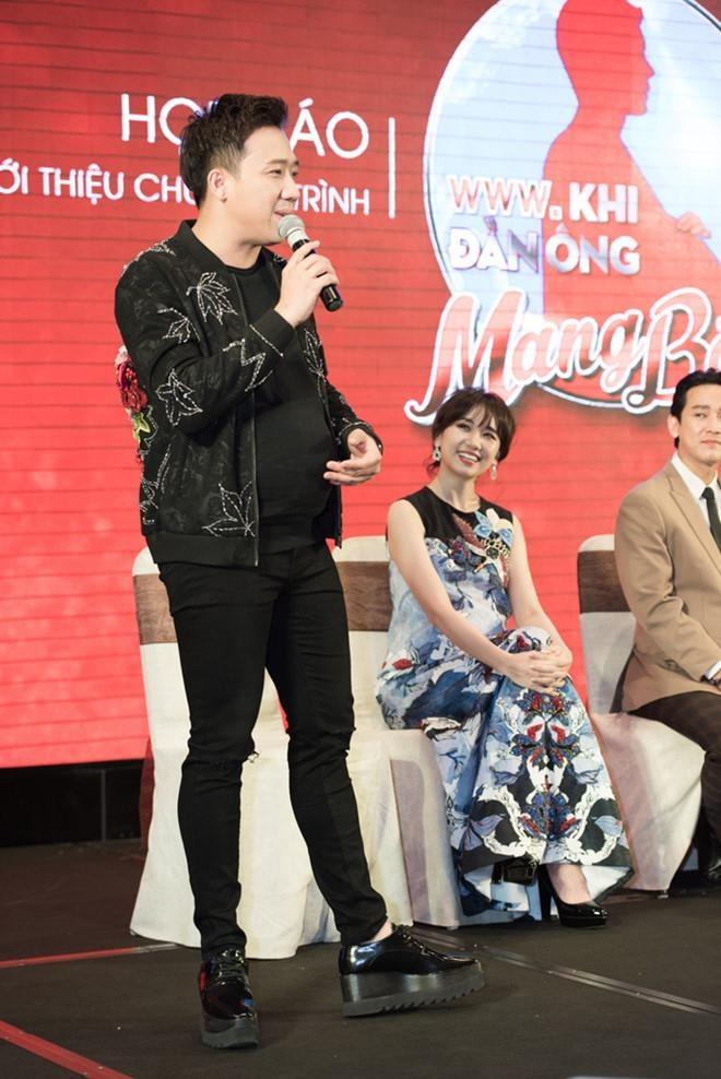 Tran Thanh, Quang Anh 'Ve nha di con' co so thich mang giay don hinh anh 5