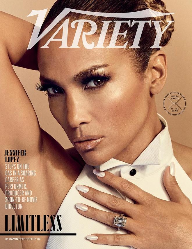 Jennifer Lopez dien mot trong suot len tap chi o tuoi 50 hinh anh 1