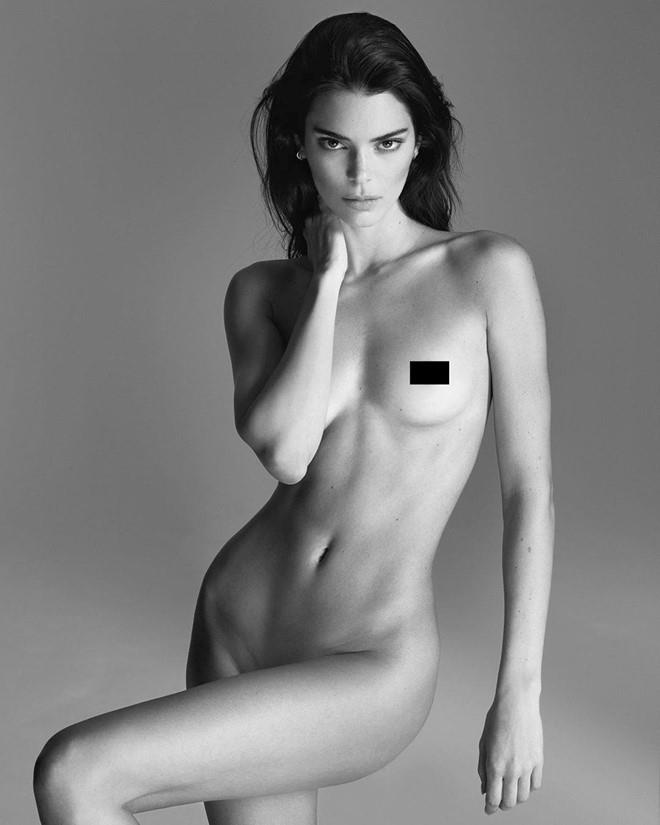 Kendall Jenner chup anh ban nude hinh anh 2