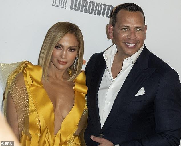 Jennifer Lopez ao long thu anh 1