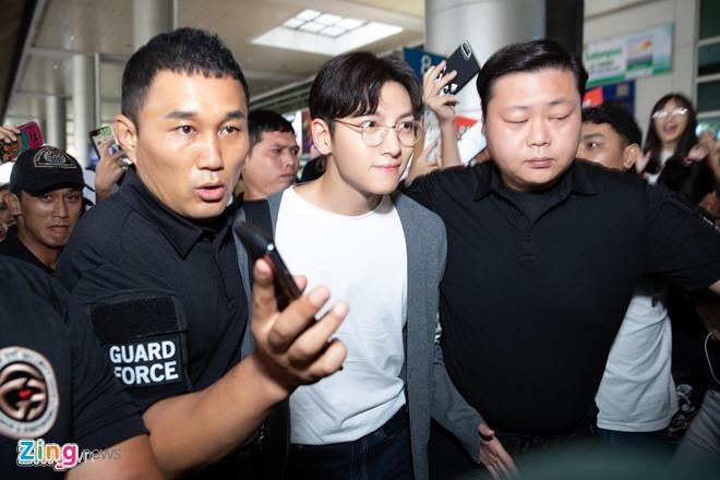Ji Chang Wook không dự sự kiện do Diệp Lâm Anh mời, về Hàn trong đêm