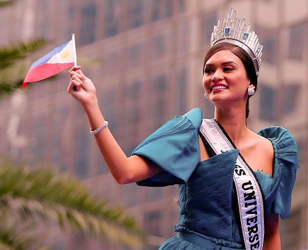 Pia Wurtzbach van nong bong sau 4 nam dang quang Miss Universe hinh anh 1