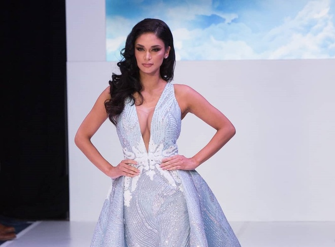 Pia Wurtzbach van nong bong sau 4 nam dang quang Miss Universe hinh anh 2
