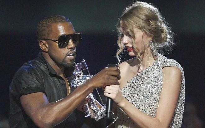 Kanye West giat micro tren tay Taylor Swift tai VMAs 2009 hinh anh