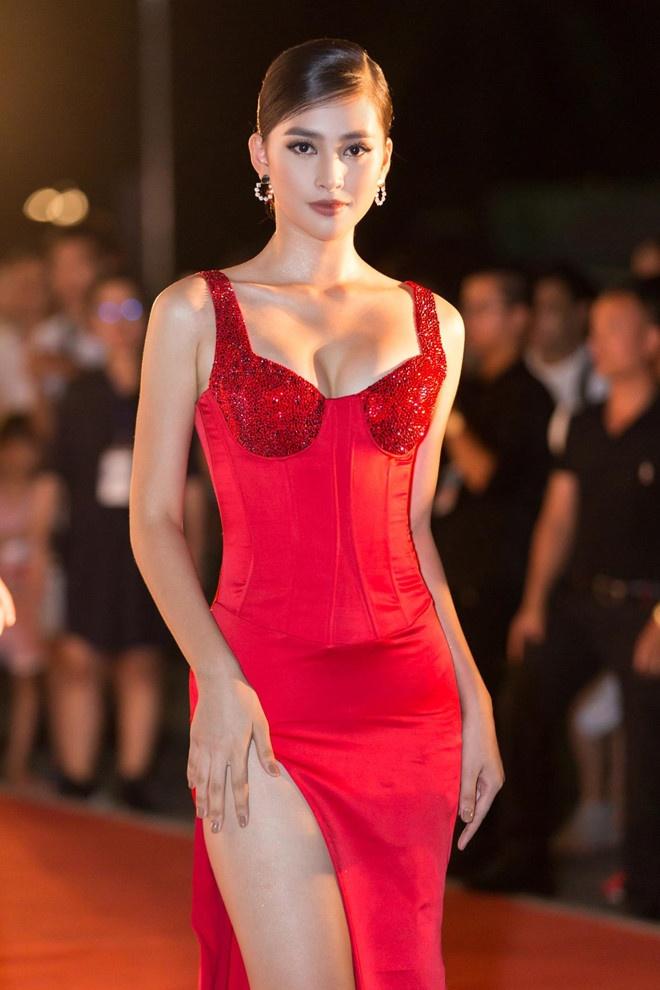 Top 3 Hoa hau Viet Nam - Tieu Vy nong bong, Phuong Nga cong khai yeu hinh anh 3