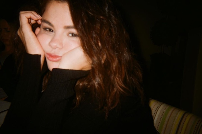 Selena Gomez tre trung anh 1