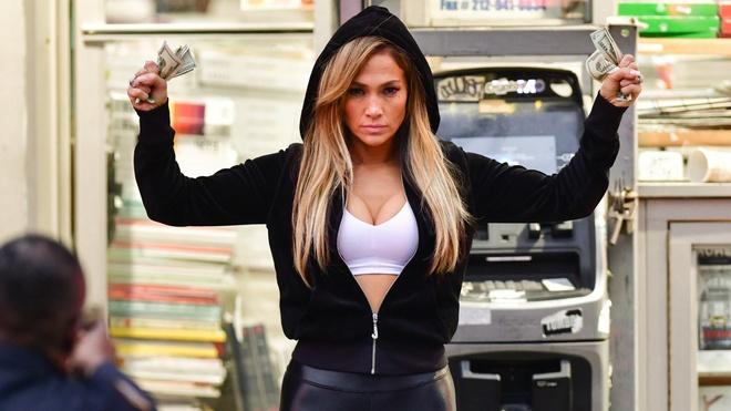 Jennifer Lopez mac vay xe sau toi bung tren san khau hinh anh 3