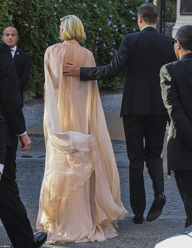 Ivanka Trump mac dam ho nguc anh 5