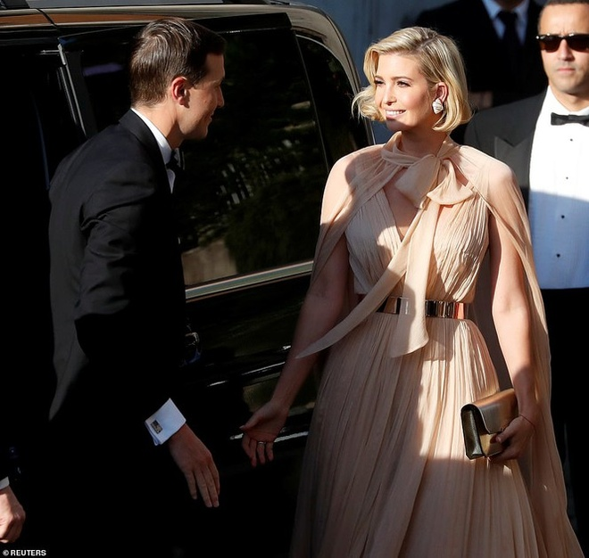 Ivanka Trump mac dam ho nguc anh 3
