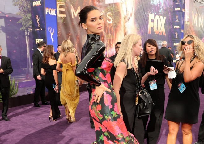 Kim Kardashian hoi ngo Kendall Jenner anh 4