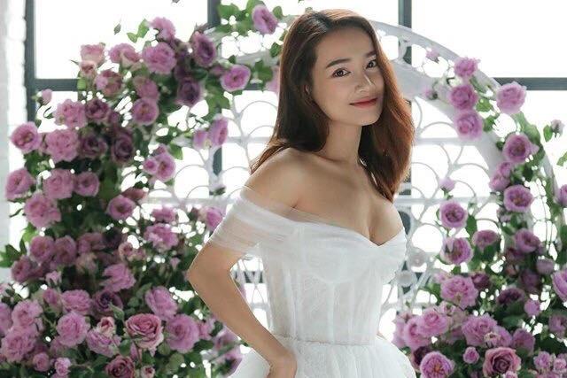 Truong Giang danh dan, vui ve ben Nha Phuong ky niem mot nam ngay cuoi hinh anh 2