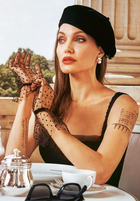 Angelina Jolie khoe sac anh 10
