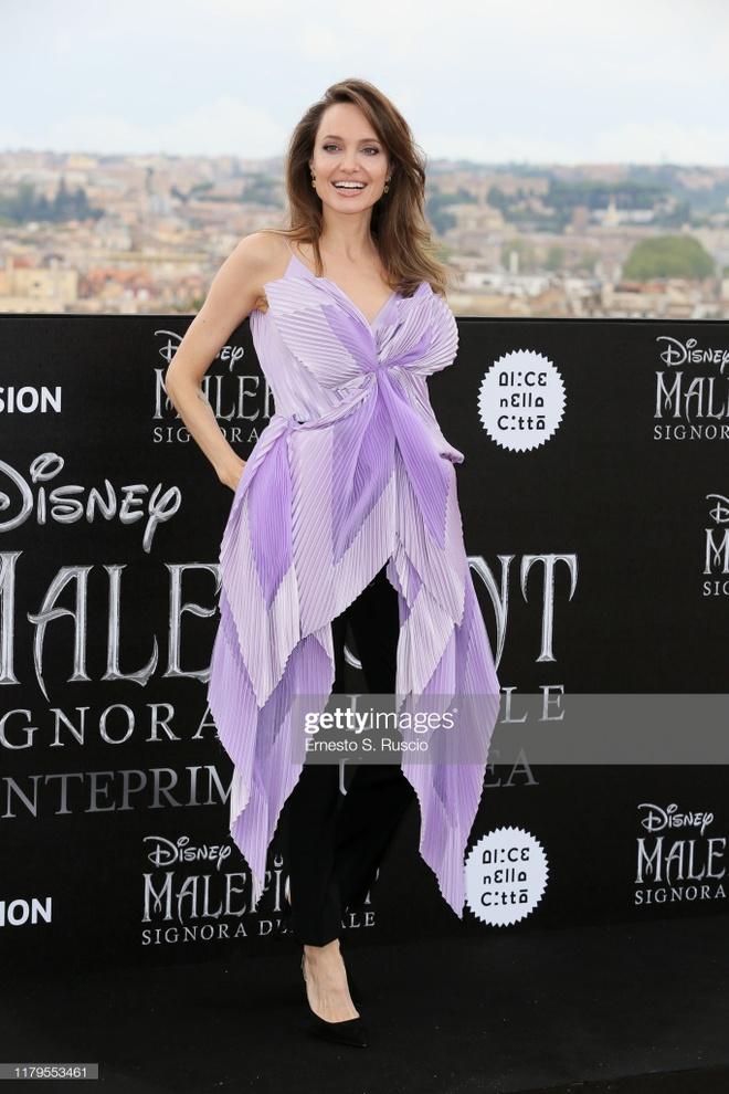 Angelina Jolie khoe sac anh 4