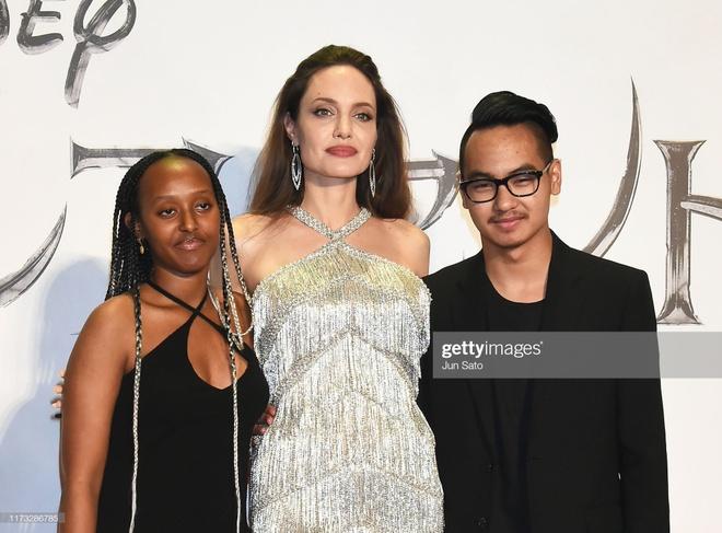 Angelina Jolie do sac voi Elle Fanning anh 13