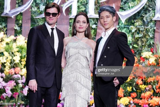 Angelina Jolie do sac voi Elle Fanning anh 14