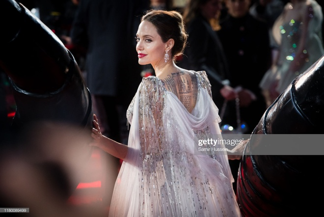 Angelina Jolie do sac voi Elle Fanning anh 3