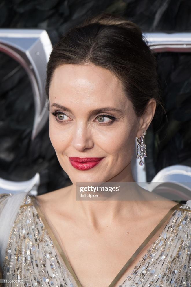 Angelina Jolie do sac voi Elle Fanning anh 2