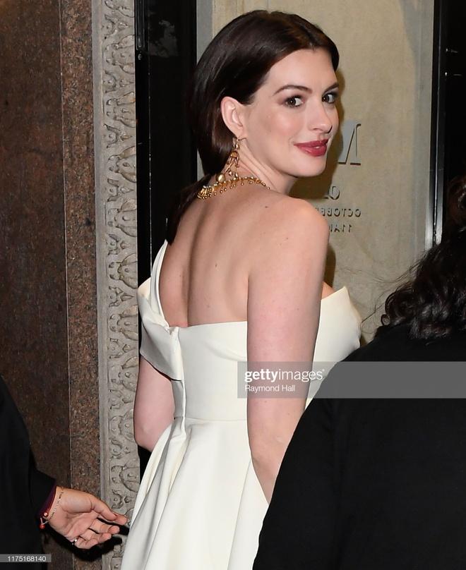 Anne Hathaway duoc khen goi cam khi mang bau hinh anh 3