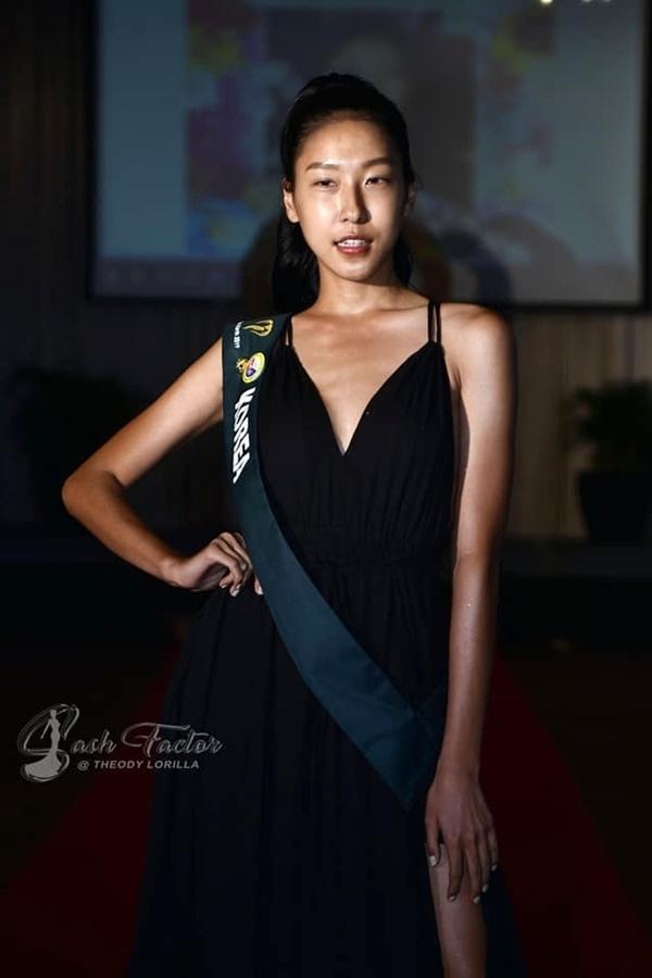 Hoang Hanh va dan thi sinh Miss Earth kem sac khi de mat moc hinh anh 6