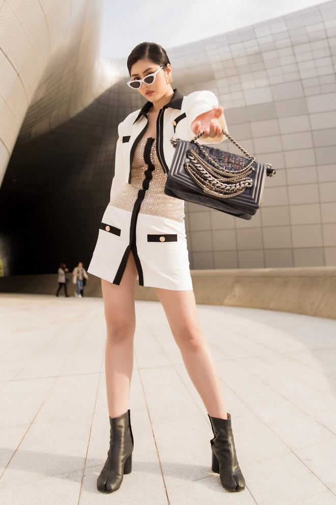 Khong Tu Quynh, Huynh Tien tha dang tai Seoul Fashion Week hinh anh 2