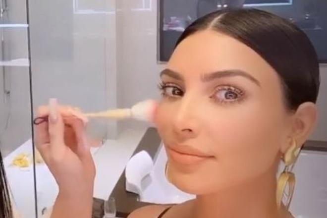 Kylie Jenner khoe vong 3 qua kho trong sinh nhat Kim Kardashian hinh anh 7